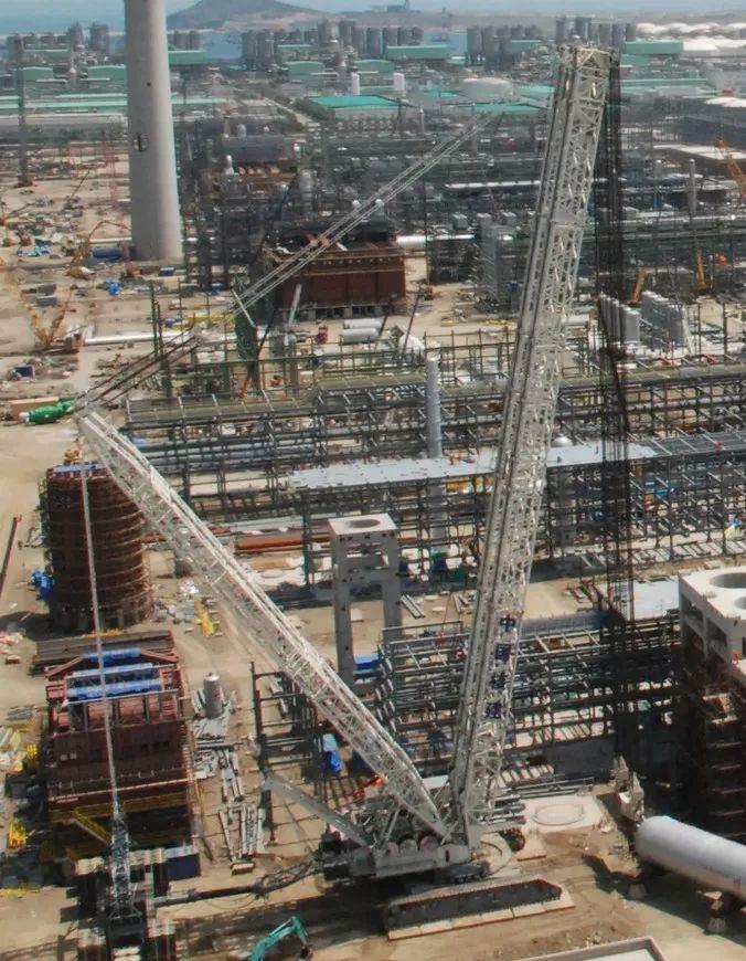 1800吨装置如何扶正 恒力德马格3200t吊装步骤详解