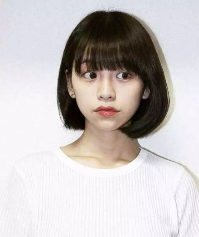 心形脸适合的发型:内扣波波头短发图片