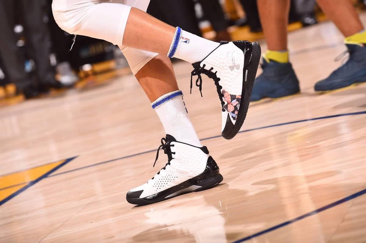 小龙说球鞋po1 三分王库里的球鞋 安德玛库里签名球鞋一代