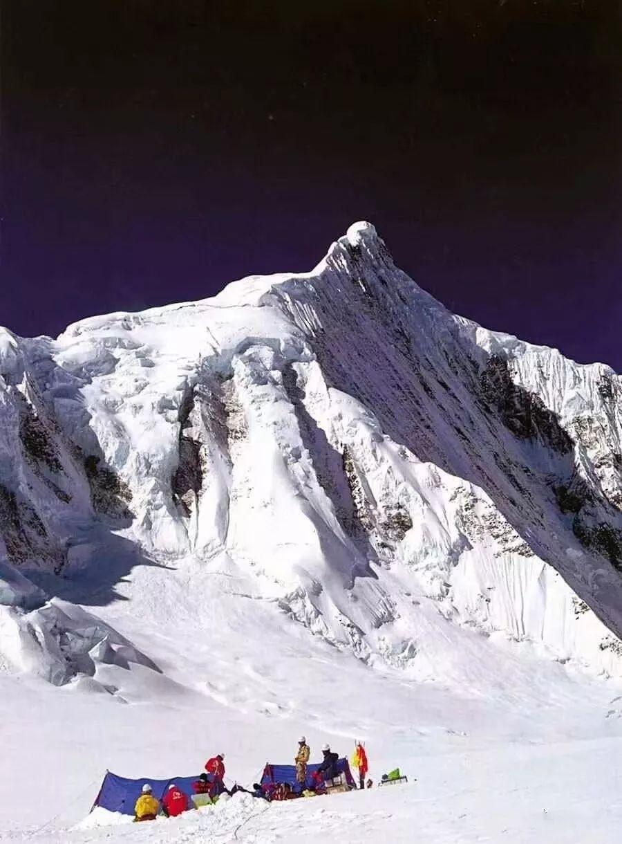 云南这座雪山十分神奇,日本人来看就会「隐身」被认为是「爱国山」