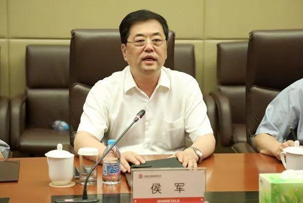 山投集团董事长_国仕山董事长图片