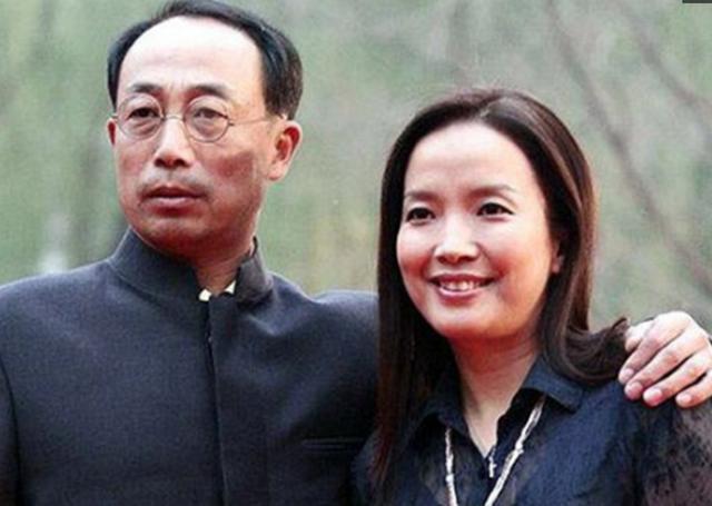 张丰毅两任妻子对比差距大,儿子婚礼他不参加,网友 中国奇葩爹