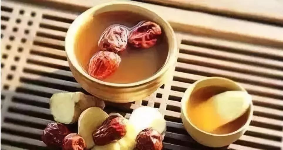 把脾胃,生姜一起煮水,加入适量的红糖,温中散寒,健运海蟹.十月母大枣图片