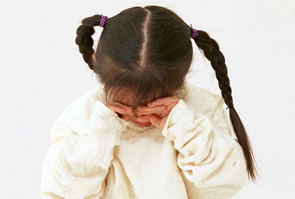 蔡少芬女儿因为一句话被吓哭 对孩子来说,没有 玩笑话