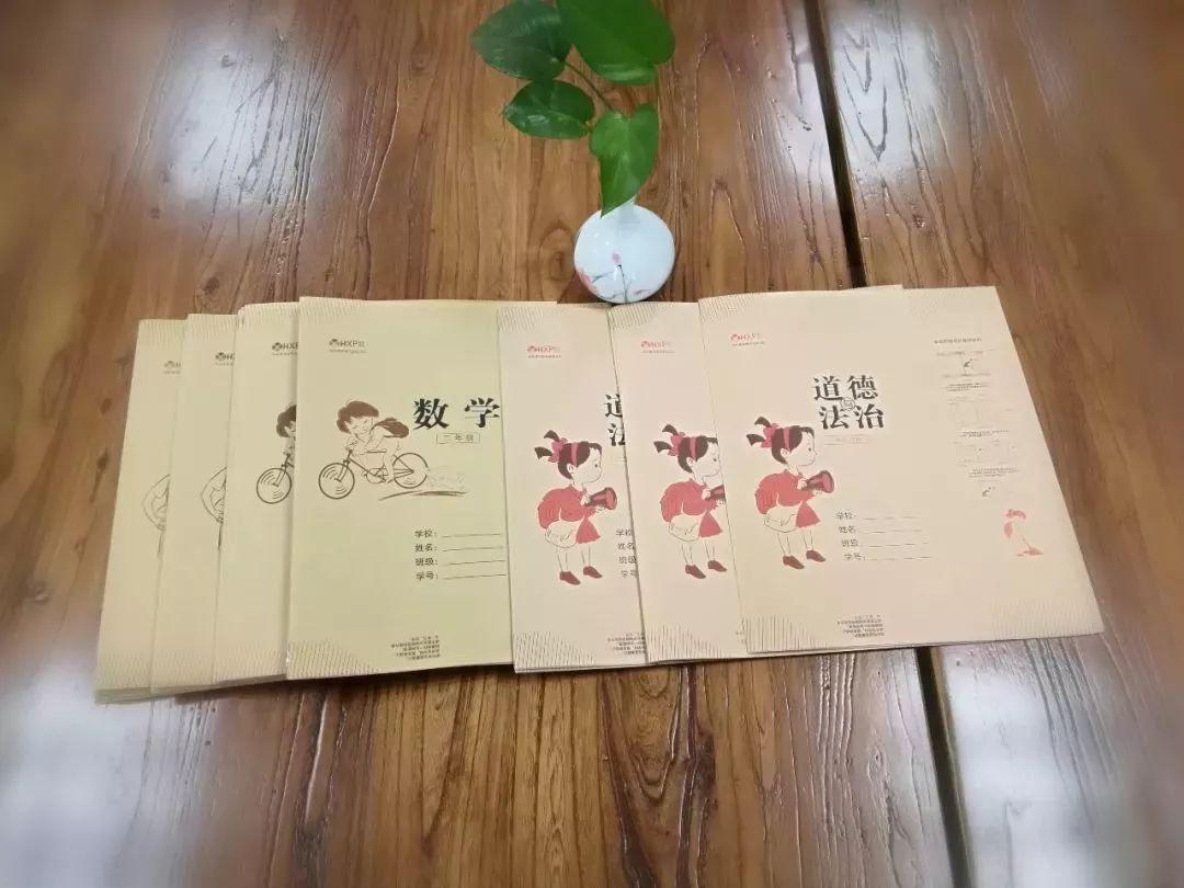 产品名称:环保牛皮纸书皮系列 产品特色:无毒环保,设计科学,结构合理
