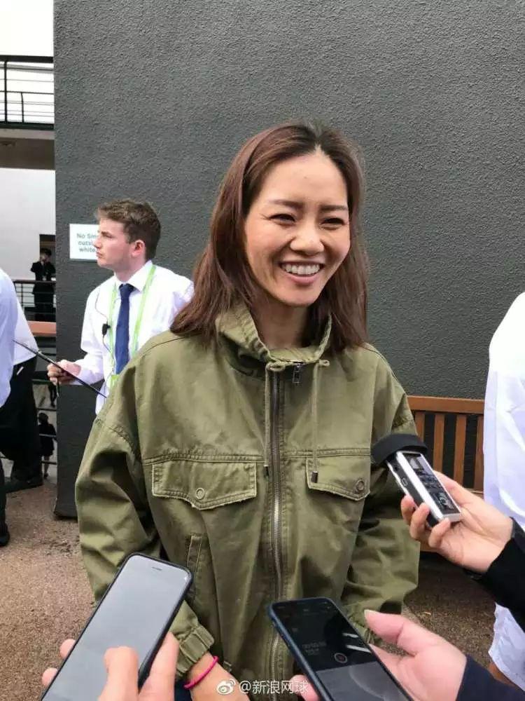陈可辛吴君如为《李娜》电影到温网采风娜姐家法网、澳网奖杯都找不到了你敢信