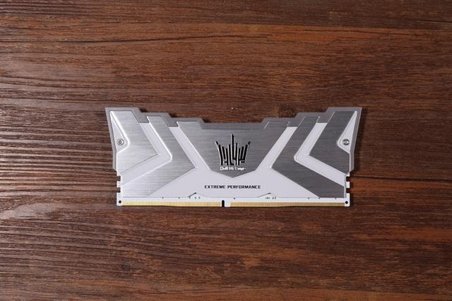网游需要高频内存条!影驰HOF II DDR4-4000评测:轻松上4700MHz