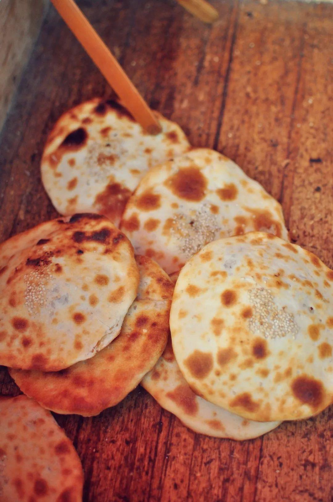 博山烧饼_山东美食记:最爱那个鲜香味浓的博山蕉庄肉烧饼