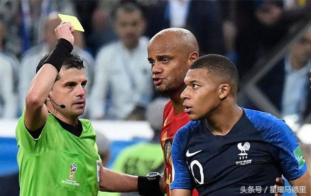 """法国19岁天才又惹事!补时为拖时间""""演戏"""",被中超外援愤怒推倒"""
