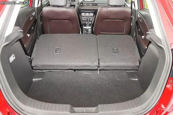 前座后座空间铹��_mazda 2的后厢空间为280公升,若有需求6/4分离后座椅背也可向前倾倒