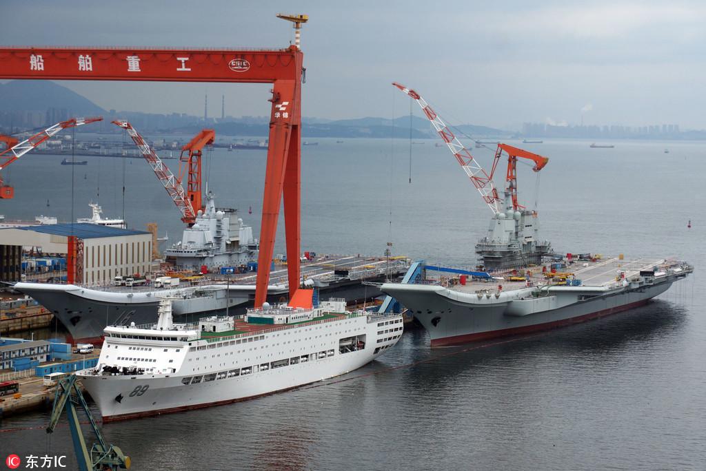 大连造船厂航母_两艘中国航母在大连首次并排停靠:双舰合璧