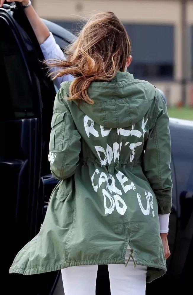 一直很会穿的美国总统夫人又被骂了,上次是高跟鞋这次是平价风衣