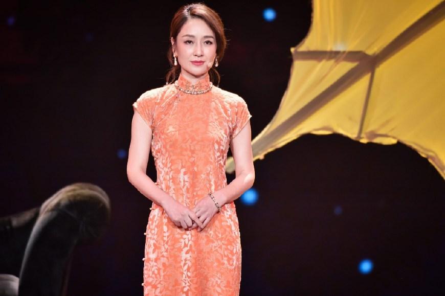 《跨界歌王》舞台上的旗袍秀,孙宁端庄,胡杏儿妩媚!