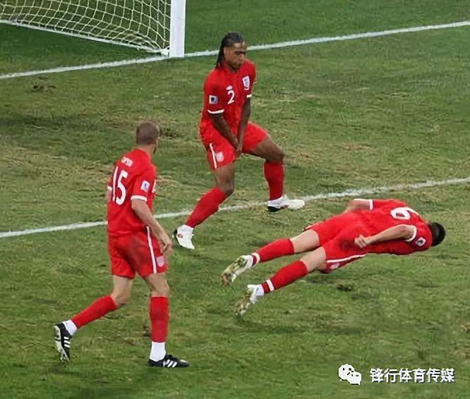 """进球英雄被打晕?盘点世界杯爆笑""""奇闻怪事"""""""