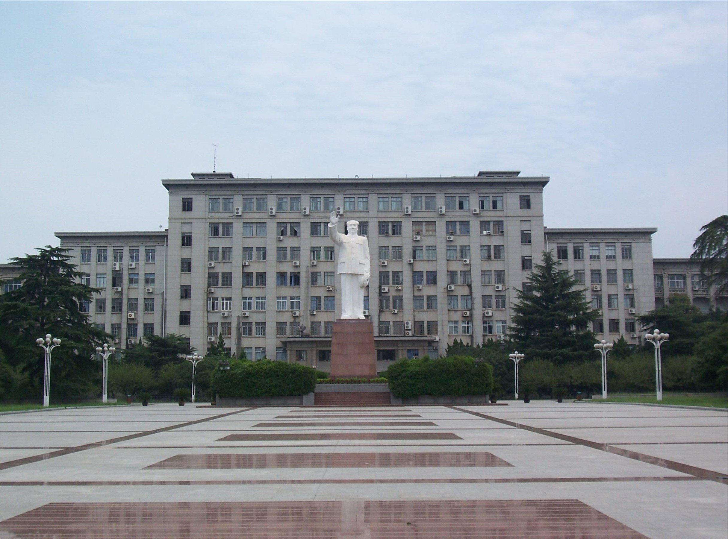 中国拥有大学生最多的城市,大学生人数近120万,不是北京和上海