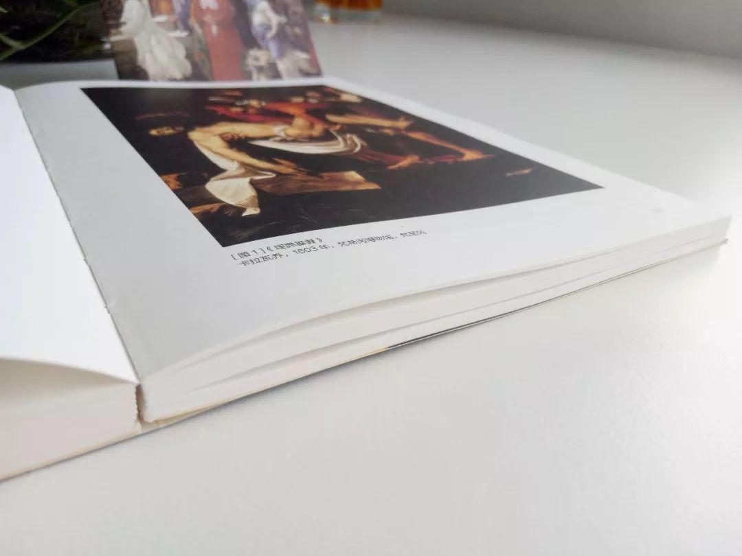 文化 正文  裸脊锁线最大的优点是书籍可以180°平摊在桌面上,阅读