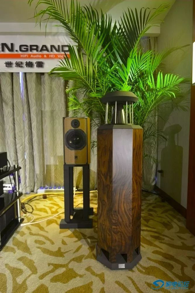 泊��ak9i_另外,针对耳机发烧友,世纪格雷还带来了其全平衡解码耳放前级一体机9i
