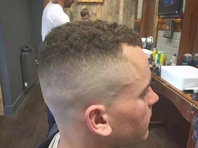 男士寸头短碎发发型 独特魅力骚出感觉图片