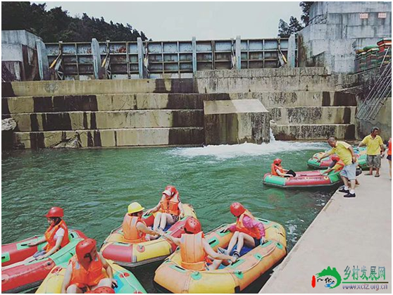 武陵峡漂流:分享集赞活动落