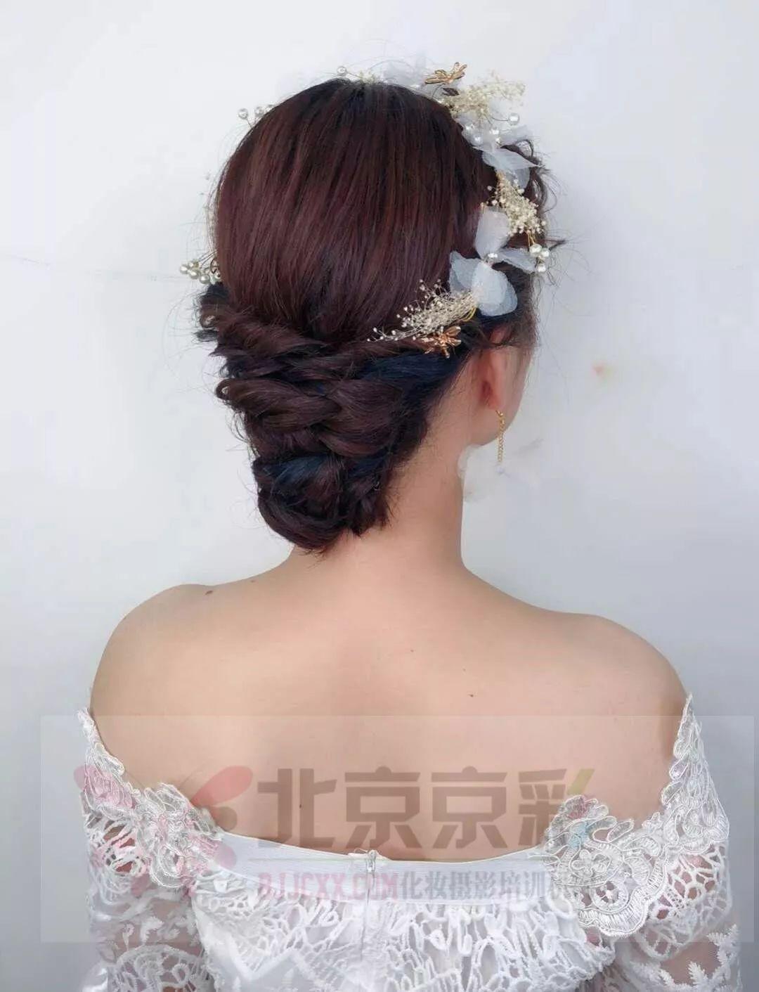 2018最流行的新娘发型,从你的背影就想看到你的脸!图片