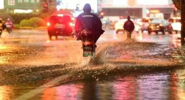 台风来临,总有一种力量屹立不倒!