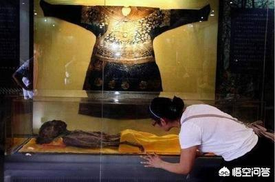 古代蟒袍与龙袍到底有什么区别,为什么长的跟双胞胎一样?