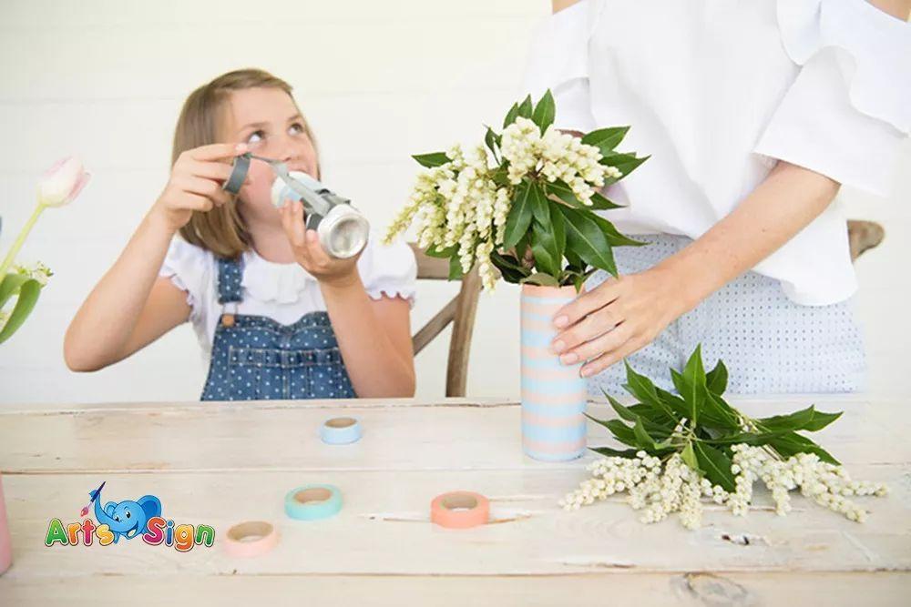 趁著花開尚好,用廢舊的飲料瓶diy一個美麗的花瓶,給忙碌的生活,增添圖片