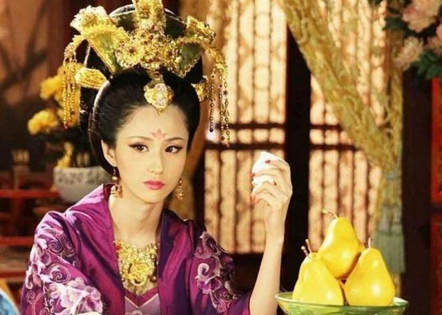 此男子40多岁时娶了皇帝的妃子,旁人问他感受,他的回答很真实