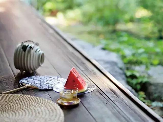 以前的日子:一把蒲扇、一张竹床,过一个夏天