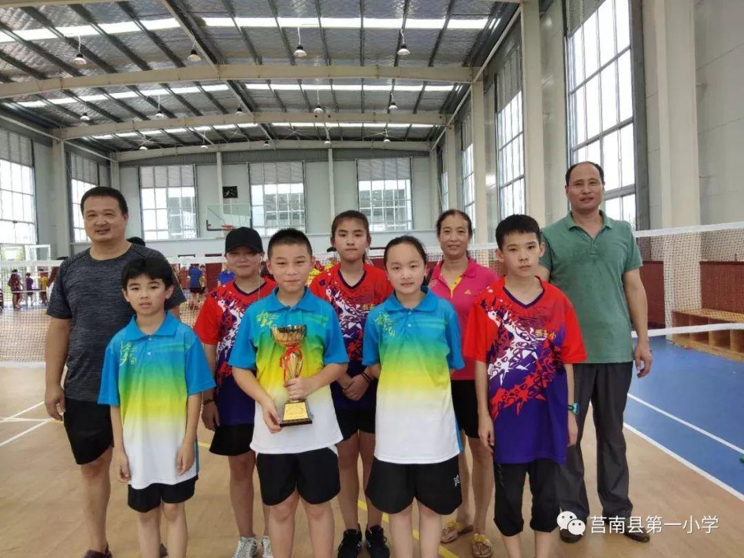 我校代表队在市中小学生体育联赛羽毛球比赛中获得团体亚军