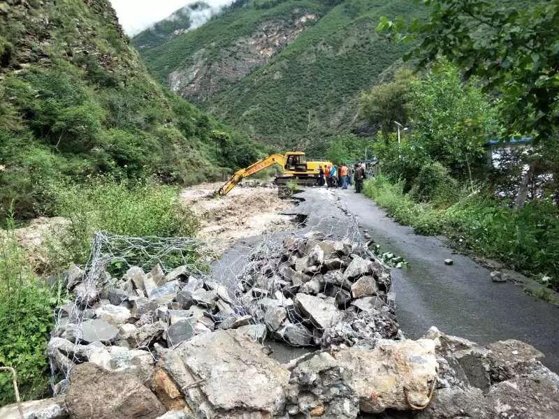 【九寨路况】县城至松潘方向已抢通应急便道,可供小车