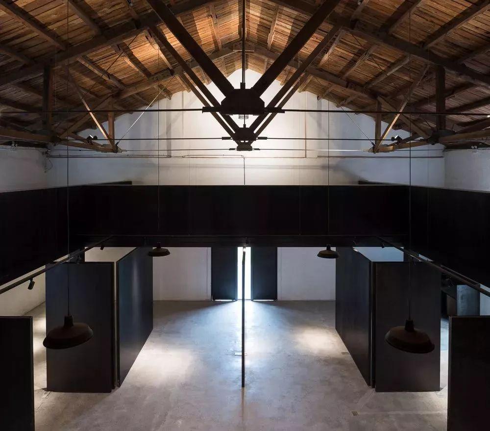 年的老厂房改造的展览空间,由中国著名建筑师华黎于2017年设计完成图片