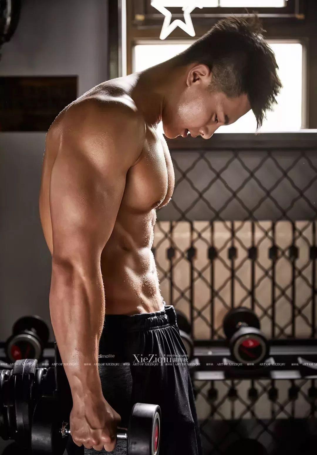 """五十度灰""""半裸""""属于亚洲人的肌肉大片,我的三观被颠覆了,视觉冲击震撼下的性感!"""