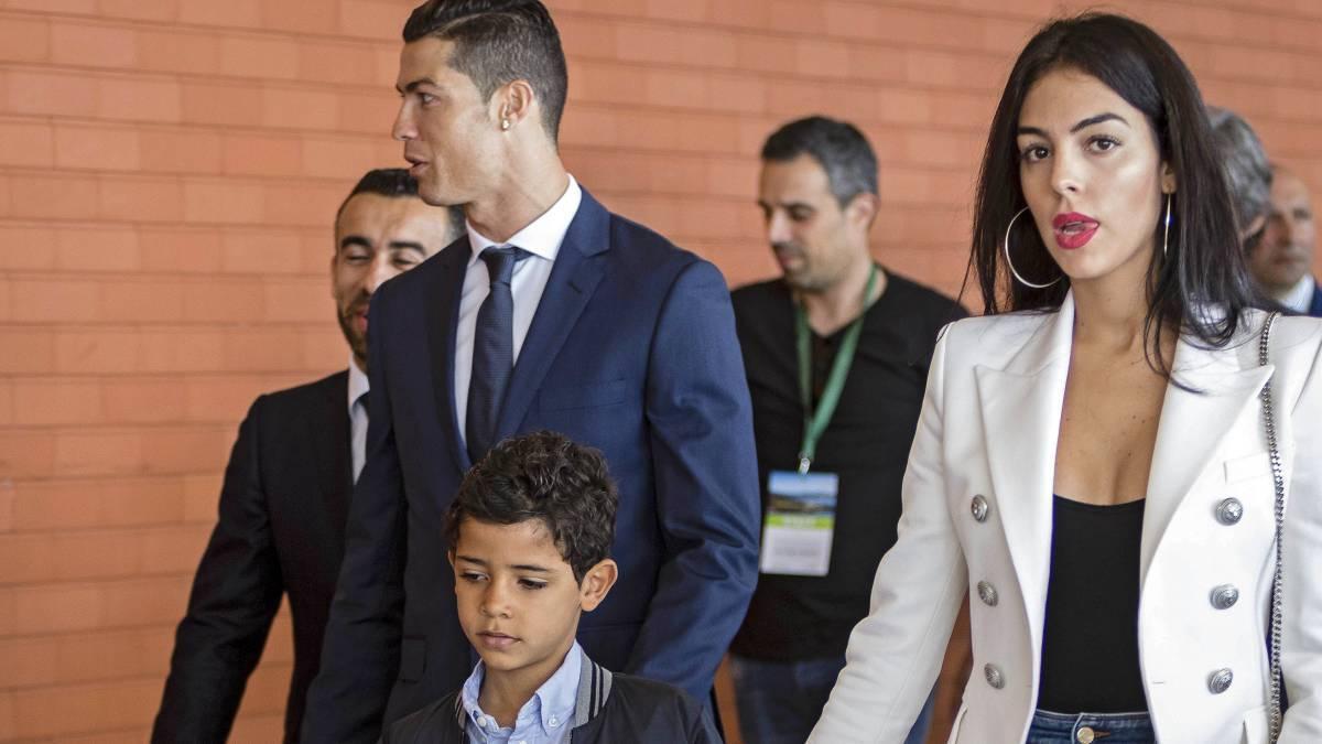 C罗回马德里处理私人事务 同皇马队友一一告别