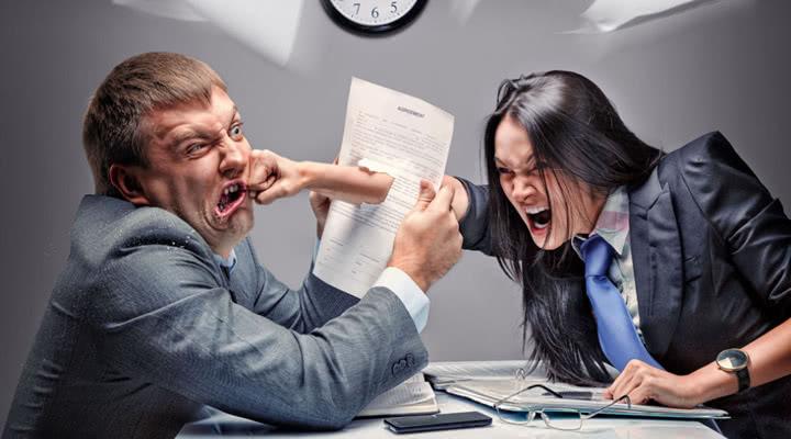 员工下班时间在公司打架能不能开除?