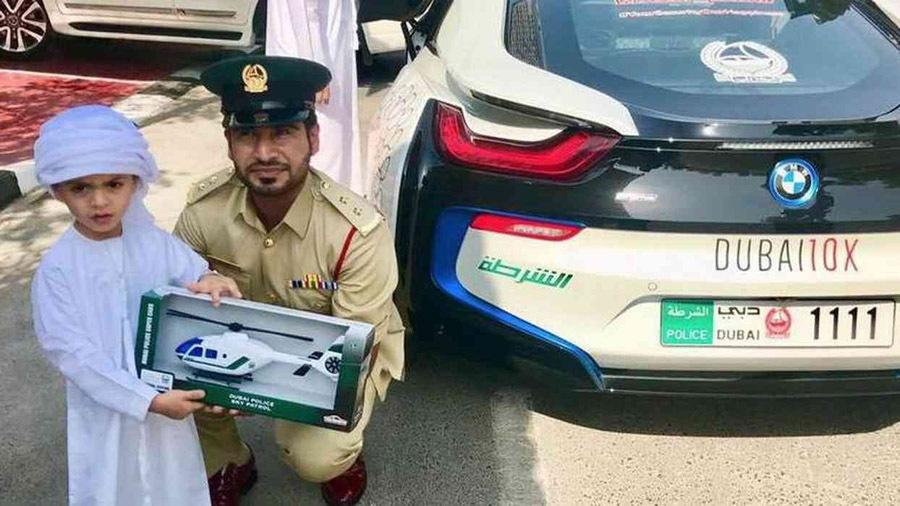 迪拜为什么要给警察配跑车,并不是钱多到没处花了,也是有目的的