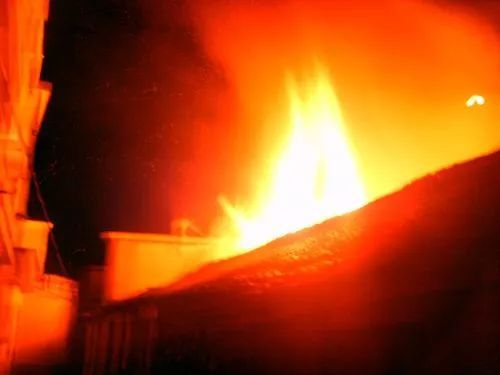 景安一老人用火把在茅港里熏蚊子引燃沼气,葬身火海