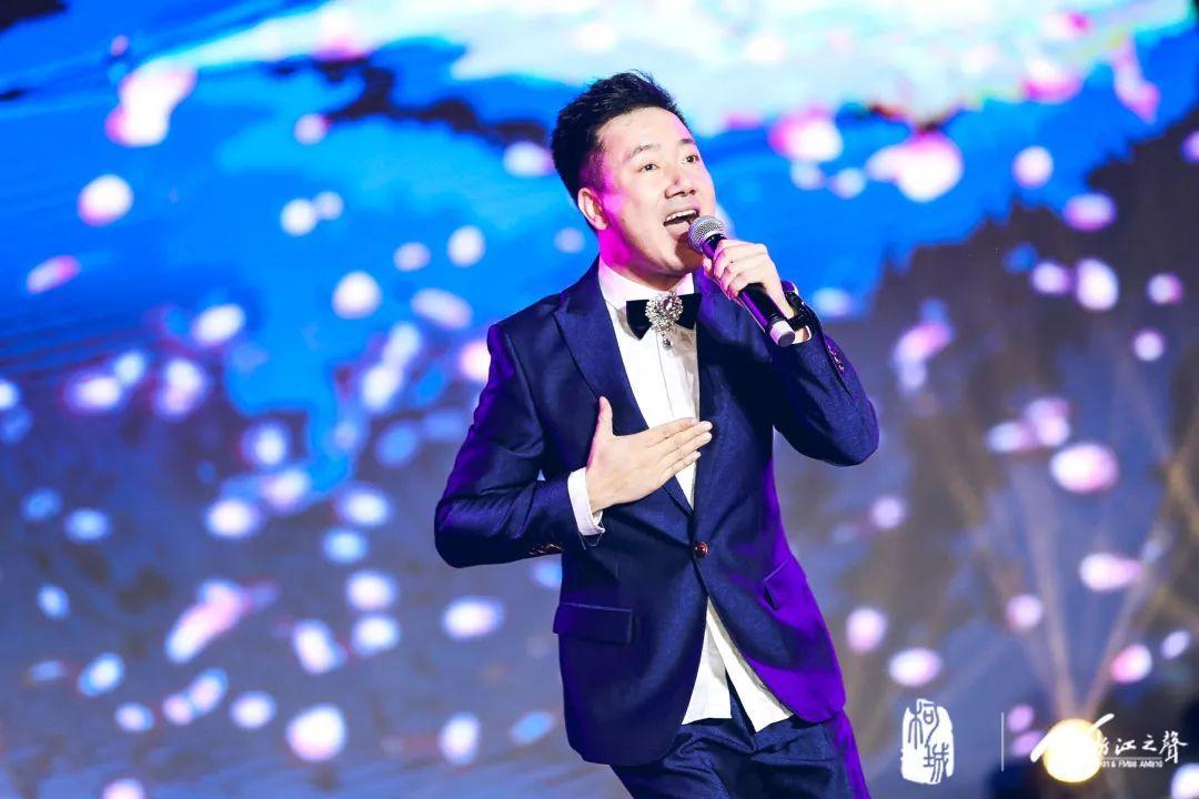 郑俊海,姚可儿演唱《爱情像西湖一样》.