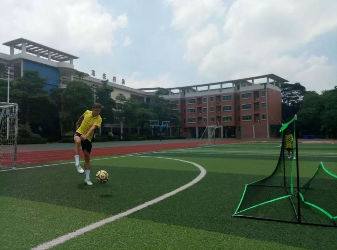 荆州投入6700万建校园足球场,实现校校有足球场!_手机搜狐网