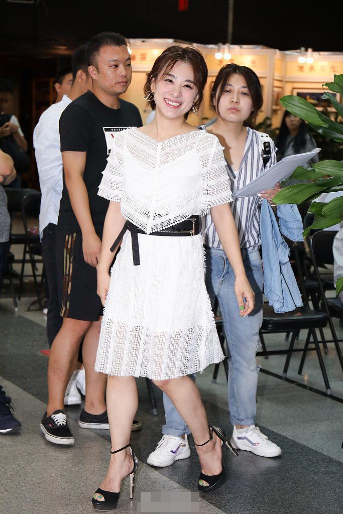 刘璇现在的生活应该很惬意的,现场一直露出甜美的微笑,增添了几分温柔