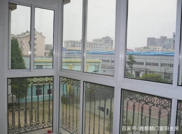 推拉窗的原理_推拉窗有不占据室内空间的优点,外观美丽、价格经济、密封性较好.