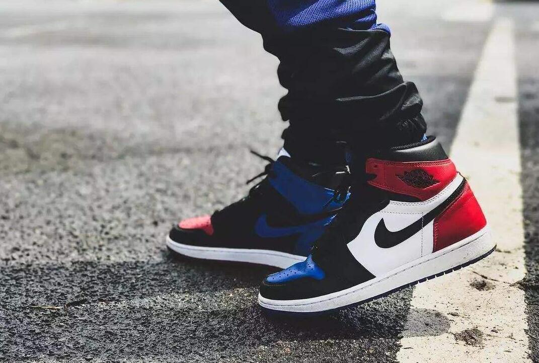 黑,白,红,蓝四色鞋带,可谓分量十足.图片