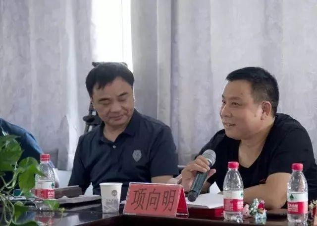 新当选参事会会长张余林讲话,张会长对发挥乡贤参事会的作用提出了图片