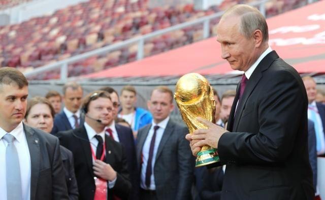 普京将出席世界杯决赛 参加授予获胜者奖杯仪式