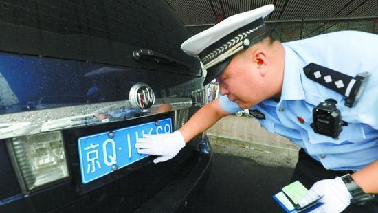 民警两年查获100多起套牌车 90%为网约车