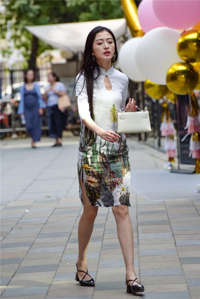 街拍联盟:中国风,身材苗条的旗袍美女