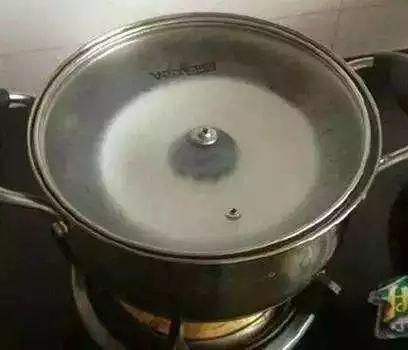 【烹饪小技巧】巧擦锅盖