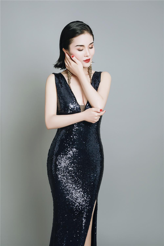 重庆籍歌手高兰萨朵2018最新写真集