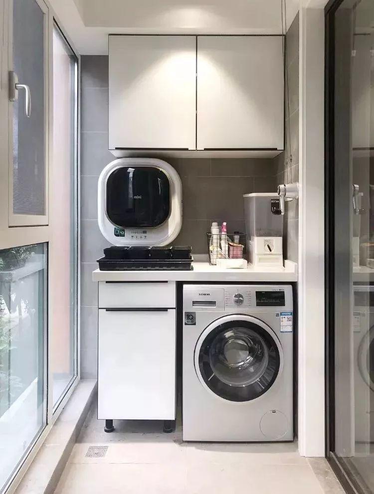 小阳台变身洗衣房,把洗衣机和洗手台这样设计,效果杠杠滴!图片