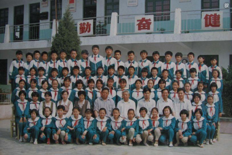 丰县人民路小学2005届六年级(3)班毕业留影图片